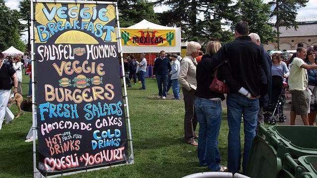 Vegetariske produkter vinder frem på det globale fødevaremarked, viser en ny analyse. Her ses en kødfri festival i Leamington, Ontario, Canada. Foto: barryettyman/flickr