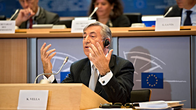 EU's miljøkommissær Karmenu Vella afviser den danske miljøministers ønske om at lempe på ammoniakkravet til landbruget. Foto: European Union 2014 - European Parliament