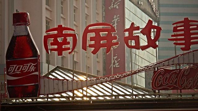 En kinesisk Coca-Cola-fabrikant anklages nu for at have snydt med forureningsdata. Foto: azotesdivinos/flickr