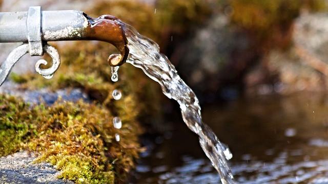 Anders Samuelsen (LA) minder i et tweet om, at der er risiko for, at Landbrugspakken kan forringe grundvandet. Foto: Pixabay