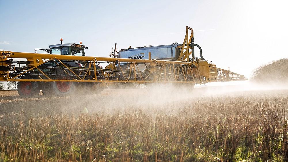 Forskere har fundet tungmetaller i glyfosatholdige pesticider. Foto: Chafer -44/flickr