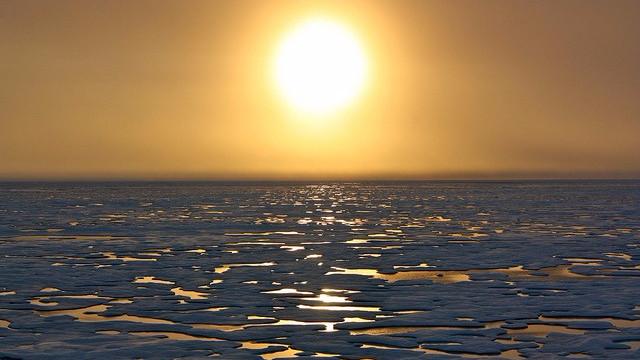Bakterier, der danner den meget farlige methylkviksølv, vil blive frigjort, i takt med at isen i Arktis smelter. Foto: NASA Goddard Space Flight Center/flickr