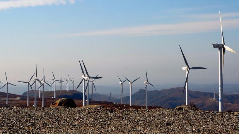 Kina vil øge andelen af vedvarende energi frem mod 2020, men halter dog fortsat efter de europæiske lande. Her Mulan vindfarm i Kina. Foto: Land Rover Our Planet/flickr