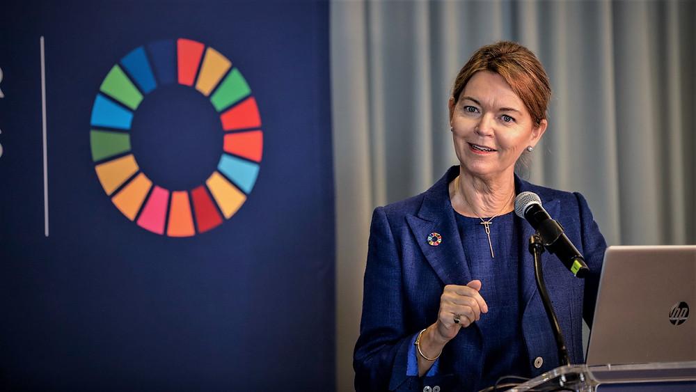 """""""Der er under 4.000 dage tilbage til skæringsdatoen for 2030-målene, og i den kontekst er virksomhedsledere verden over ikke tilfredse med udviklingen. Derfor forsøger de nu at råbe deres brancher op for at optrappe indsatserne og gøre engagementet konkret,"""" siger Lise Kingo, der er CEO og Executive Director i FN Global Compact. Foto: Accenture"""