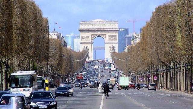 Paris indfører nu et delvist forbud mod ældre biler for at mindske luftforureningen. Foto: Pixabay