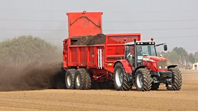 Danske landmænd kan forberede sig på at gøde mere fremover. Foto: werktuigendagen | Flickr