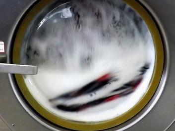 Vaskeri vil forsøge at rense vand fra vaskemaskiner for mikroplast