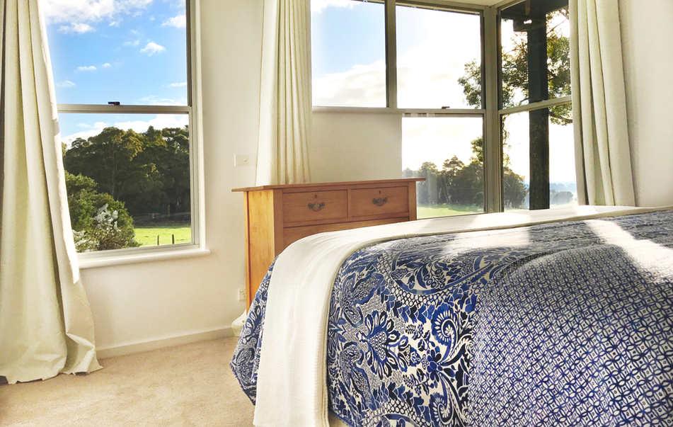 Queen Bedroom - Valley View