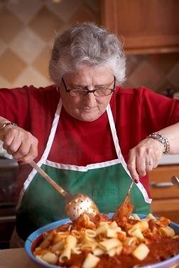 Nonna cozinhando