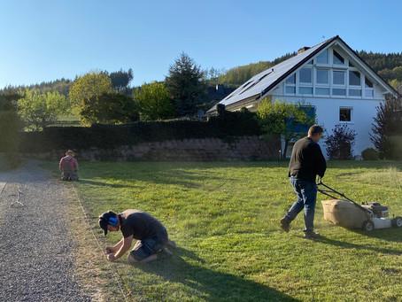 Die Arbeiten am Rasenmähroboter haben angefangen !!