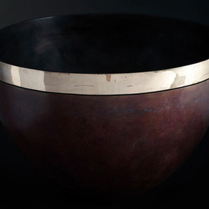 Bronze bowl with band