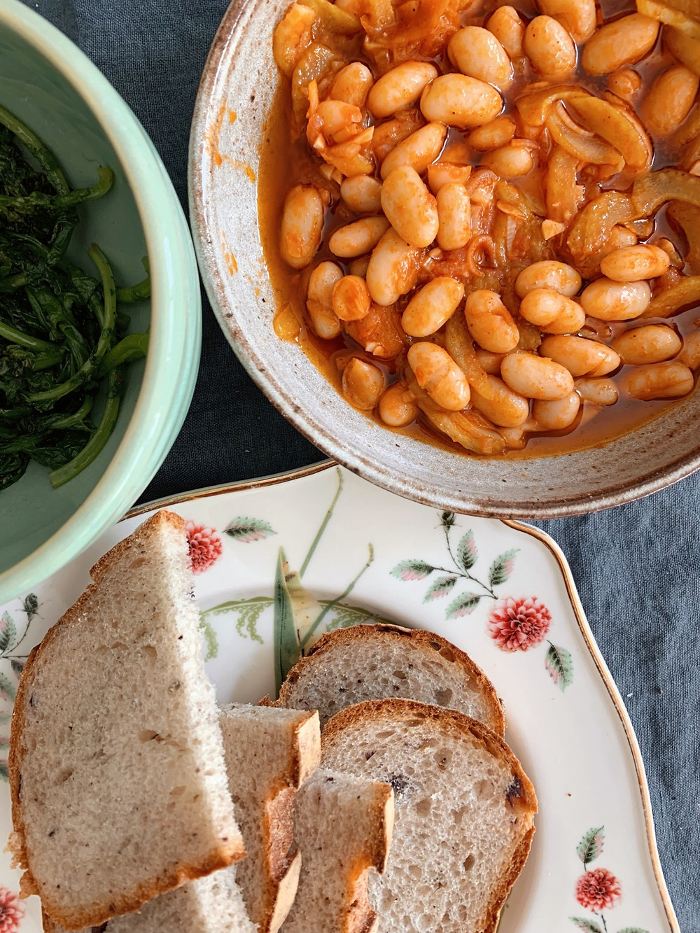 White beans, radish greens, bread