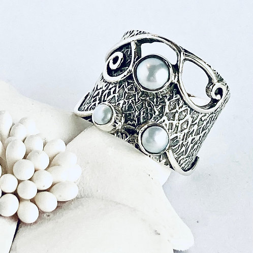 The Delightful - Handmade Sterling Silver Ring with Natural white Freshwater Pea