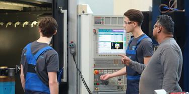 Onder begeleiding van een ervaren CNC-verspaner ga jij aan de slag met de praktijk.