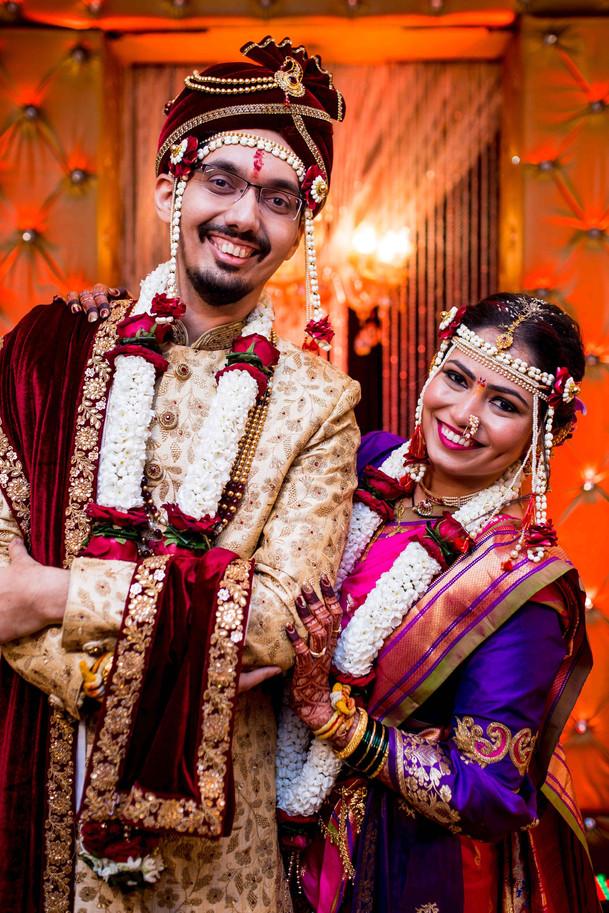 marathi bride groom pose at thane