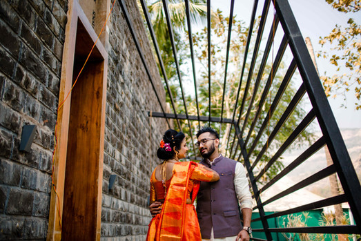 wide bride groom pose at gujrati wedding at lonavla