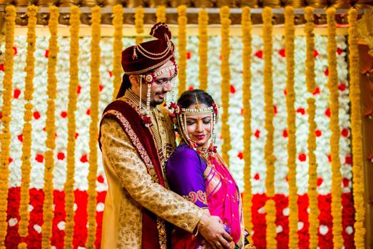 maharashtrian marathi wedding bride groom posing
