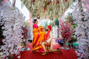 wide photo of maharashtrian marathi bride grroms posing