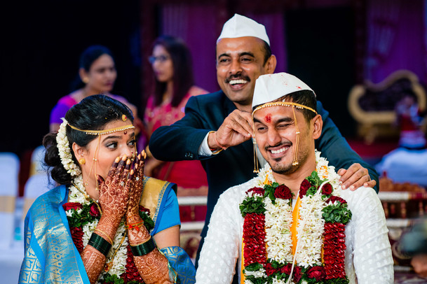 Candid moment in Maharashtrian Wedding