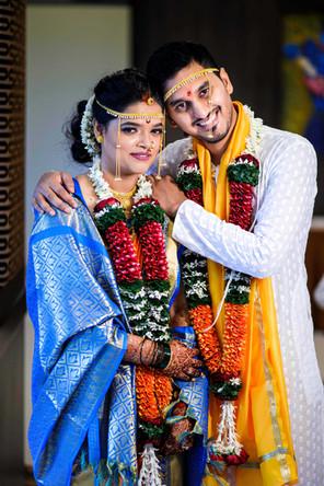 Bride Groom Pose in maharashtrian wedding
