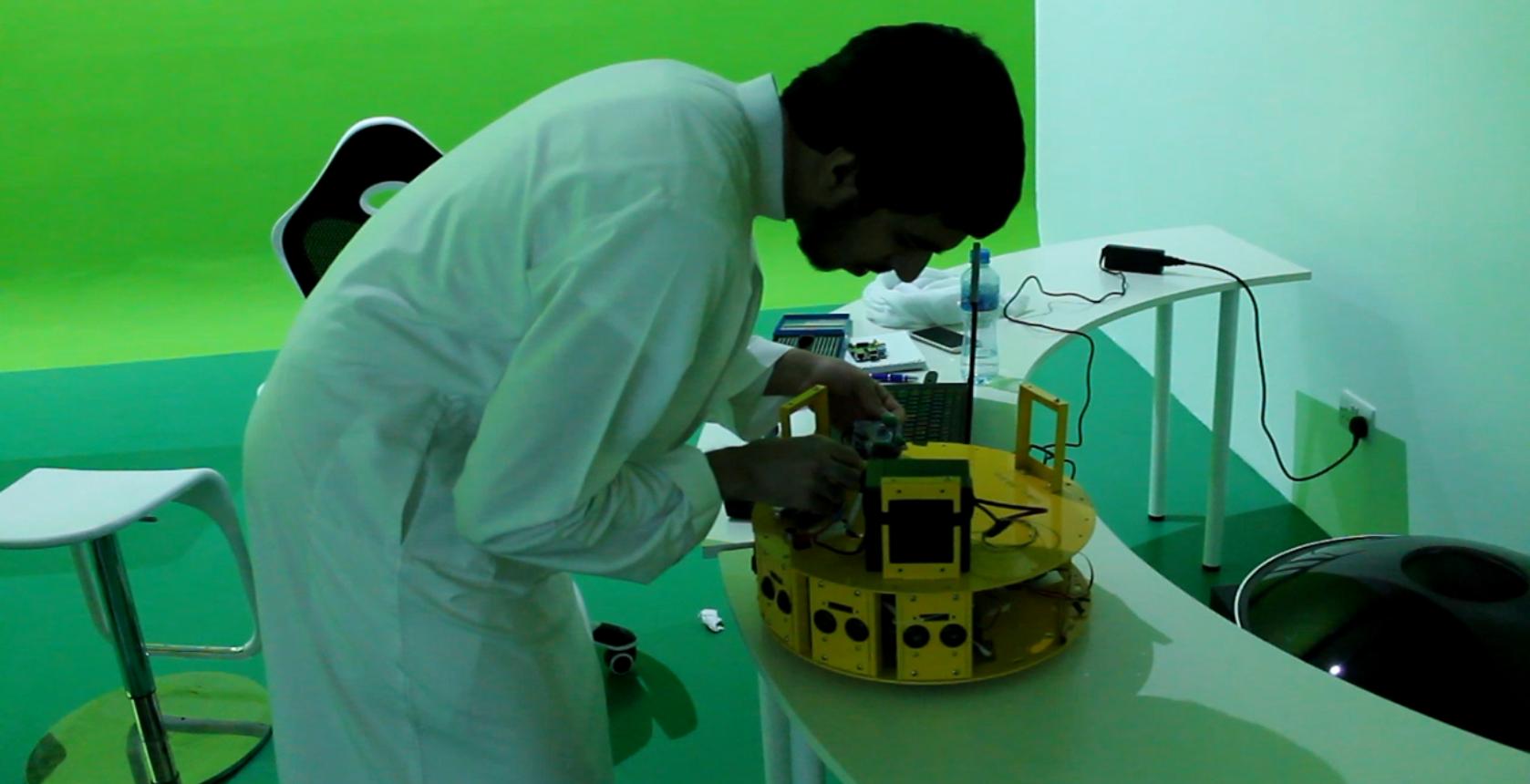 Robot Green Room Slider Photo 1