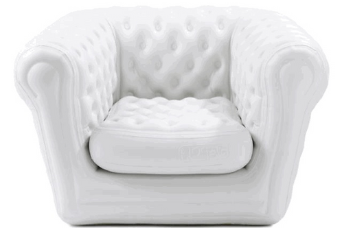 Fauteuil gonflable blanc type Chesterfield