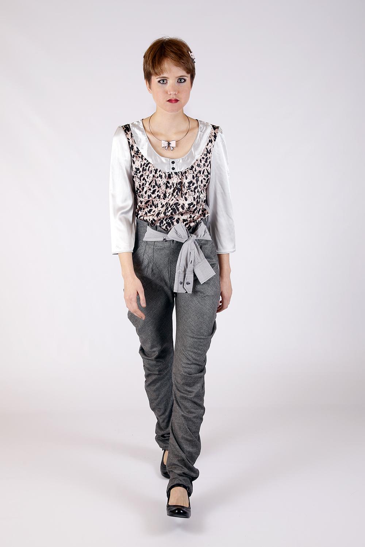Boulse à plumes et Pantalon gris