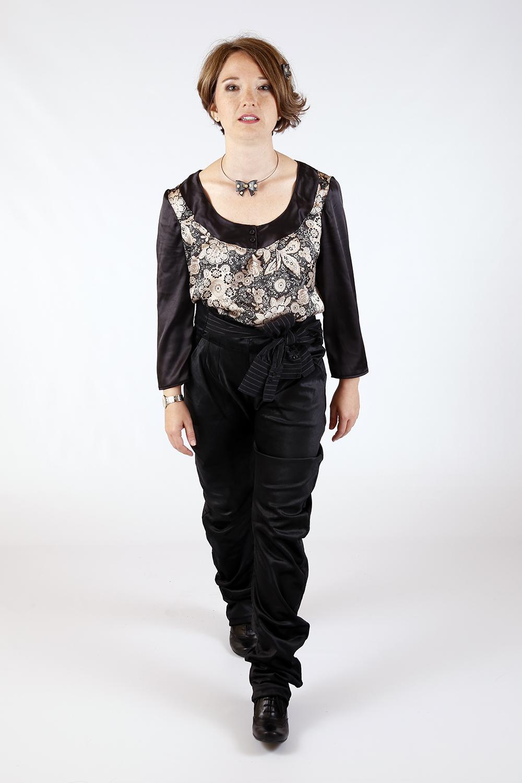 Blouse à fleurs et Pantalon noir