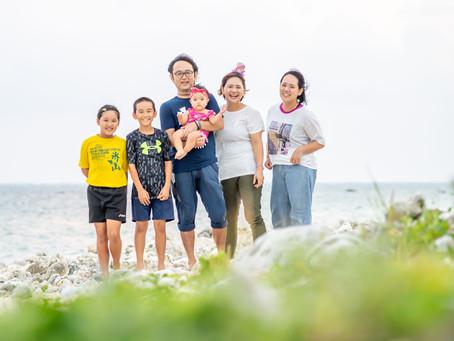 子どもと家族の写真(沖縄県石垣市)
