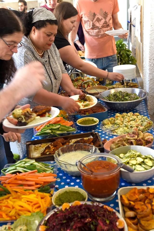 בופה ירקות ופירות מוצלים