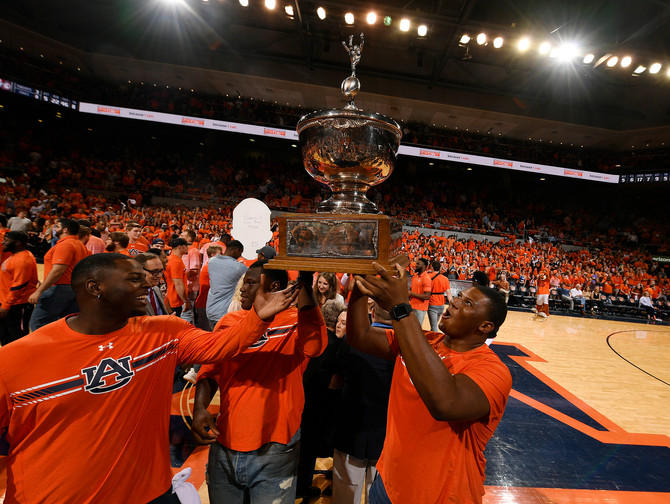 Shorthanded Tigers rout Alabama