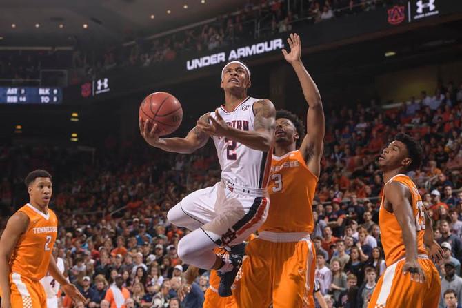 Basketball Returns to Auburn Arena to face tough Arkansas Team