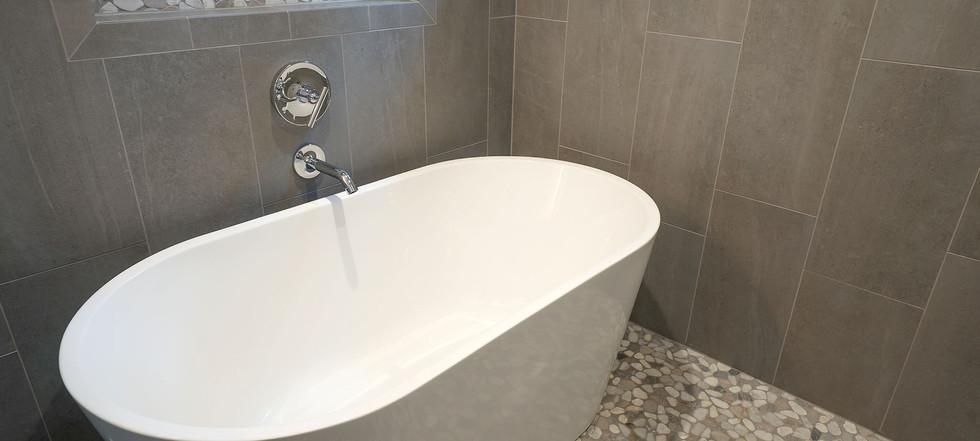 Sunset Falls - master bathtub