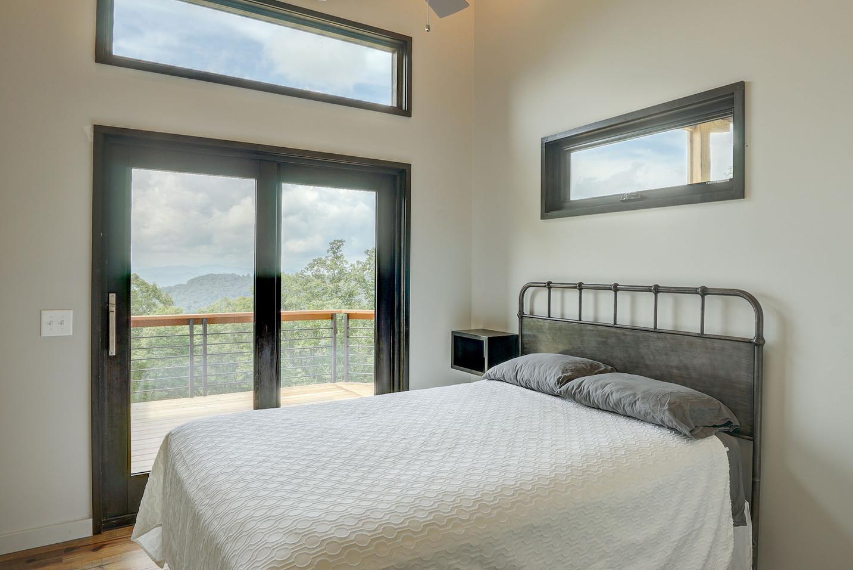 Sunset Falls - queen bedroom 2.jpg