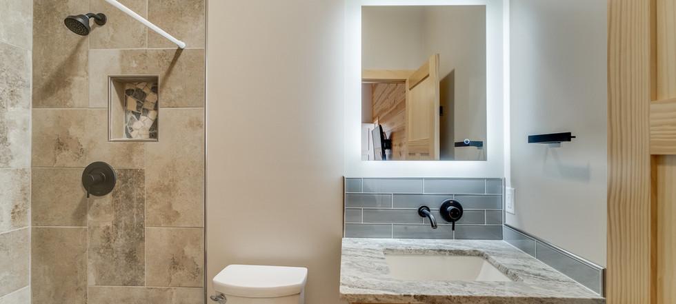 Azalea Creek Falls - king #2 bathroom