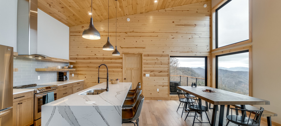 Azalea Creek Falls - kitchen and dining