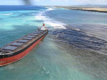 Emergencia ambiental en Islas Mauricio por derrame de petróleo