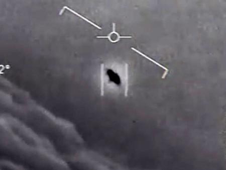 Informe OVNI del Pentágono no descarta origen extraterrestre en avistamientos
