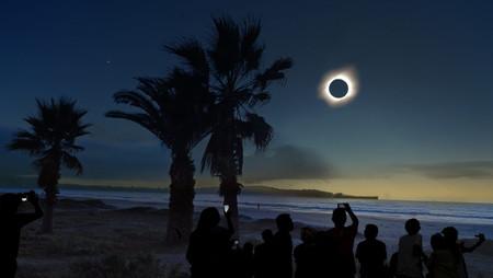 """Eclipse solar total, cometa Erasmus, lluvia de meteoros Gemínidas, solsticio y la """"gran conjunción"""""""