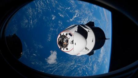 NASA revela que un cohete de SpaceX casi choca con un OVNI