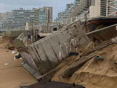Colapsa la piscina más grande del mundo debido a fuertes marejadas