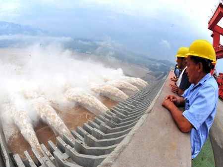 Presa en China al borde del colapso, 500 millones de personas en peligro