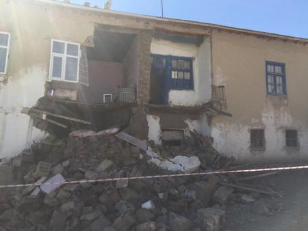 Fuerte Terremoto en Turquía deja heridos y severos daños estructurales