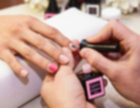 Estetica Beauty Gallery Campitello: manicure con smalto semipermanente