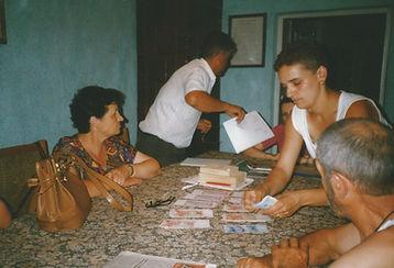 1999 - 1ste schijf geld wordt uitbetaald