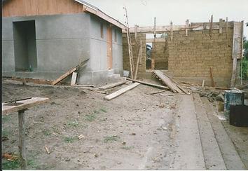 2002 - bouw houtmagazijn voor school.jpg