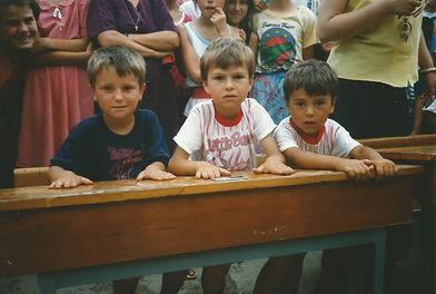 1998 - schoolbanken.jpg