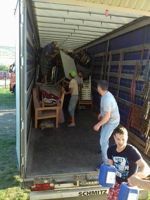 Vrachtwagen uit België lossen