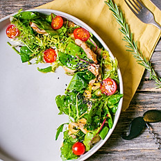 Теплый салат из печеной телятины