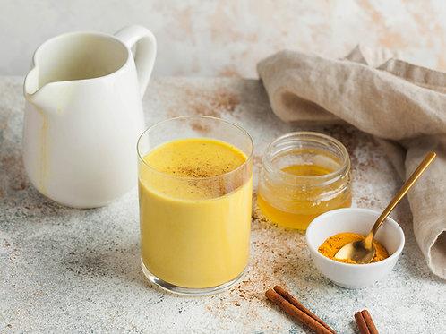 Indische goldene Milch mit echter Vanilleaus Regenwald-Schutzprojekt